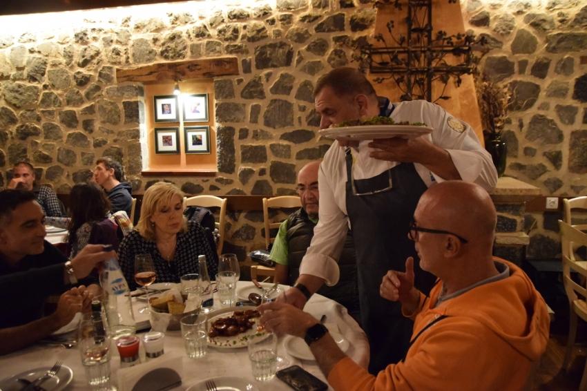 Τοπικές γεύσεις δοκίμασαν Ιταλοί tour operators στο εστιατόριο «Κόκκινα Πυθάρια» (pics-vid)