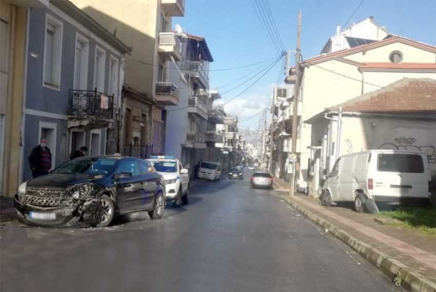 Τρίπολη: Τρακάρισμα στην οδό Καλαμών λίγο μετά το μεσημέρι