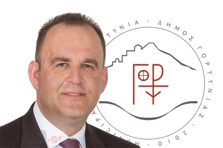 Η τ.κ. Ψαρίου Ηραίας και ο πρόεδρός της Κ. Πανουσόπουλος, προσέφεραν στο Δήμο Γορτυνίας χειρουργικές μάσκες