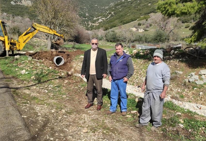 Αυτοψία του αντιδημάρχου καθημερινότητας σε παρεμβάσεις του Δήμου Τρίπολης στην περιοχή Αγαλι