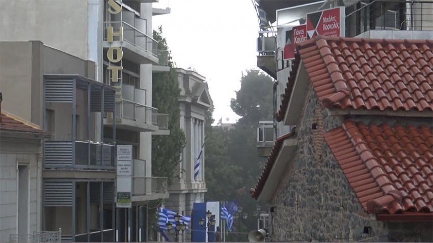 """Ξαφνική νεροποντή """"σάρωσε"""" το κέντρο της Τρίπολης (vid)"""