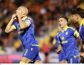 Απόλλων - Αστέρας Τρίπολης 0-1: Η κεφαλιά-δυναμίτης του Μπαράλες έφερε την πρώτη νίκη